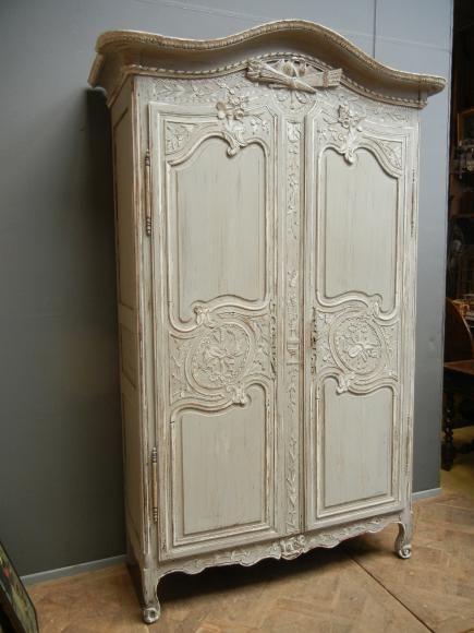 892 armoire normande peinte french auction treasures for Vieux meubles restaures