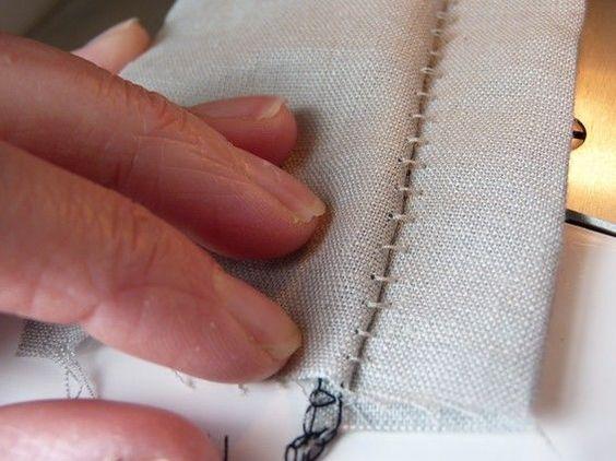 faire une couture chelle la surjeteuse by pois clair couture trucs astuces. Black Bedroom Furniture Sets. Home Design Ideas