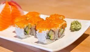 Japanische Küche  Normales japanisches Frühstück mit Misosuppe, Tofu, Fisch, Natto, eingelegtem Gemüse und Reis mit rohem Ei  Gehobenes japanisches Frühstück in einem Ryokan Das Grundnahrungsmittel der japanischen Küche ist der Reis,