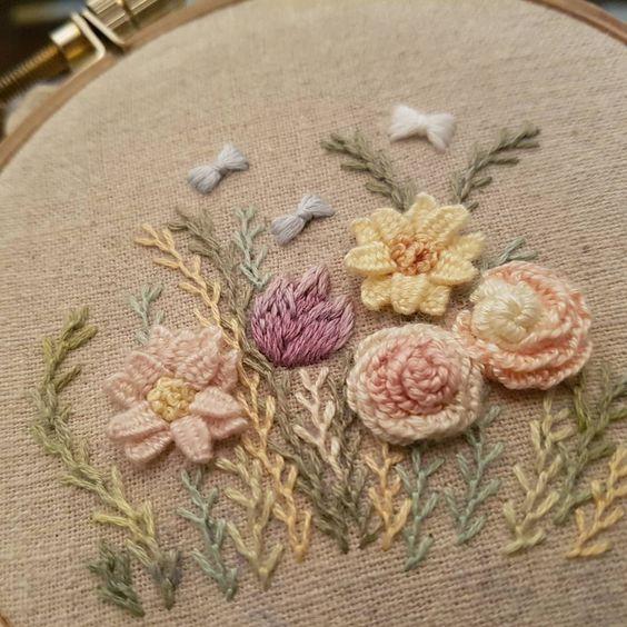 프랑스자수...꽃자수..중급어딘가..#프랑스자수 #취미자수#꽃자수#embroidery #stitching #needlepoint #ricamo #bordado #needlework