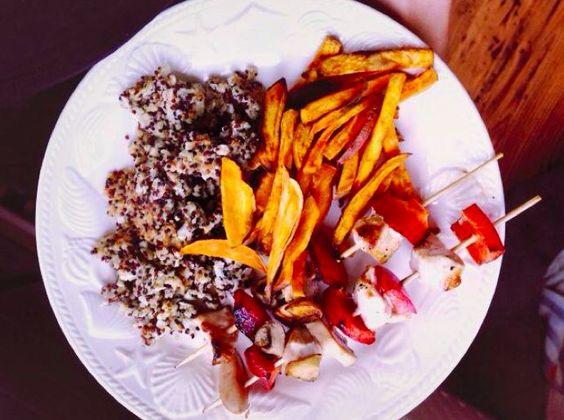 RECEPT: Gegrilde kip en groente aan de spies, gebakken quinoa & zoete aardappel frietjes - Boost Your Health