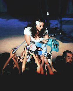 Greeting her audience<3