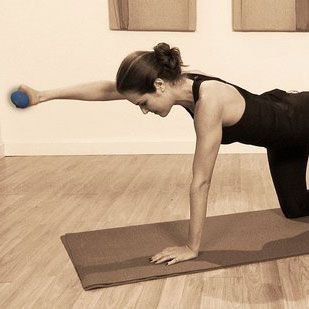 Work Your Abs Without Crunches: Quadruped - www.fitsugar.com