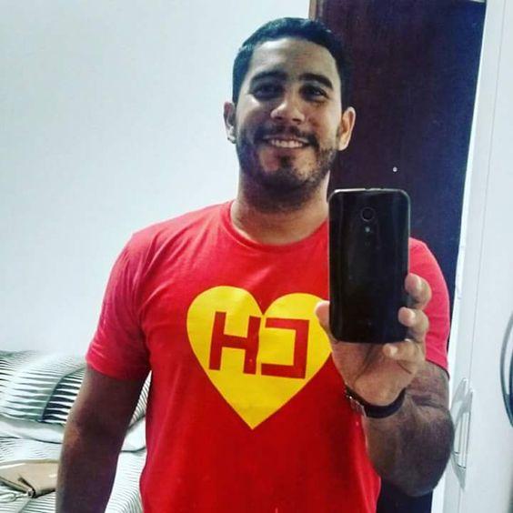 """Alan Oliveira e sua Camiseta do Chapolin Colorado ;) """"Sigam-me os bons!"""""""