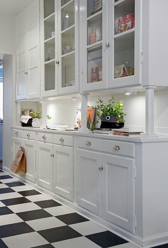 Mueble Con Iluminacion Puntual Y Molduras La Vivienda Cocinas