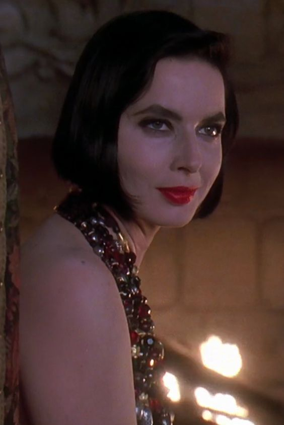 Isabella Rossellini In Death Becomes Her By Robert Zemeckis1992 | Isabella  Rossellini | Pinterest | Isabella Rossellini And Ingrid Bergman