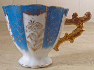 Petite tasse en porcelaine antique. Japon