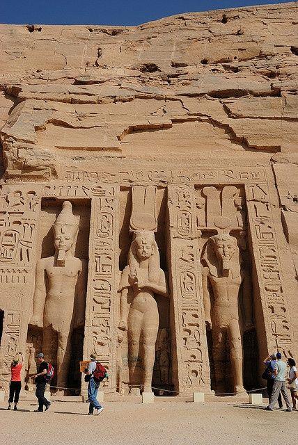 Храмът на Хатор и Нефертари, Абу Симбел, Египет    @VTJunkies
