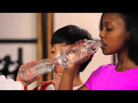 Really important hydration tips for kids as the fall sports begin.  4 important tips plus VIDEO.