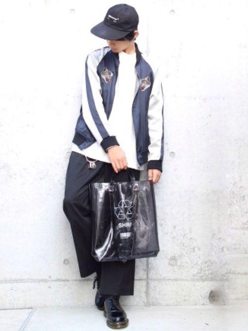 キレイめカジュアルコーデです💫 革靴やスカジャンで キメている感が強いので キャップやクリアバッグ
