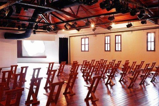 Auditório com cadeiras Frei Egidio<br />Foto Nelson Kon