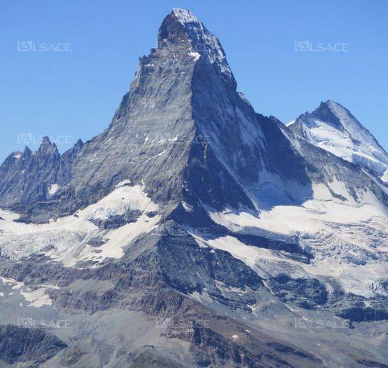 Véritable emblème de la Suisse, le Cervin ou Matterhorn est le sommet montagneux le plus photographié au monde.