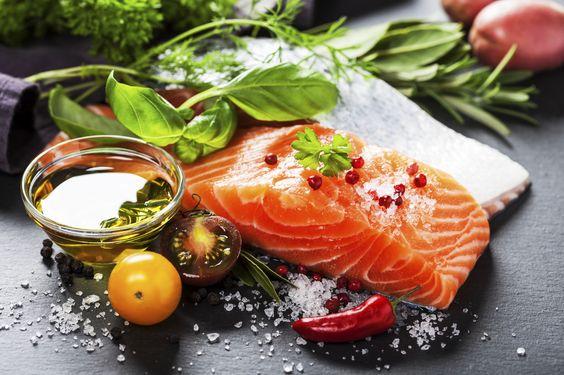 D�couvrez les recettes Cooking Chef et partagez vos astuces et id�es avec le Club pour profiter de vos avantages. http://www.cooking-chef.fr/espace-recettes/soupes-et-entrees/saumon-marine-au-coulis-de-poivrons-petit-pain-aux-algues