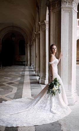 Pronovias Oreste Wedding Dress Used Size 6 1 450 In 2020 Enzoani Wedding Dresses Wedding Dresses Preloved Wedding Dresses