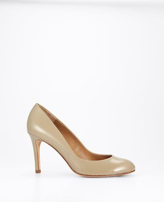 nude perfect pumps, you can't go wrong #AnnHeartsFashion #Fashion