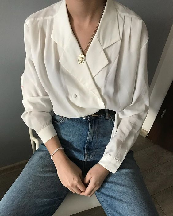 There are never enough white blouses for me too. Each of them is unique 💔