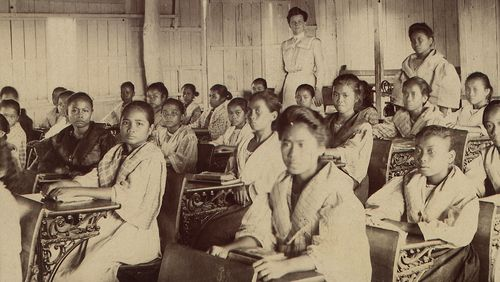 American teacher and Filipino students, Manila c1901