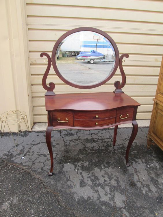 54917 Antique Mahogany Vanity Desk Chest w/ Mirror #QueenAnne - Pinterest • The World's Catalog Of Ideas