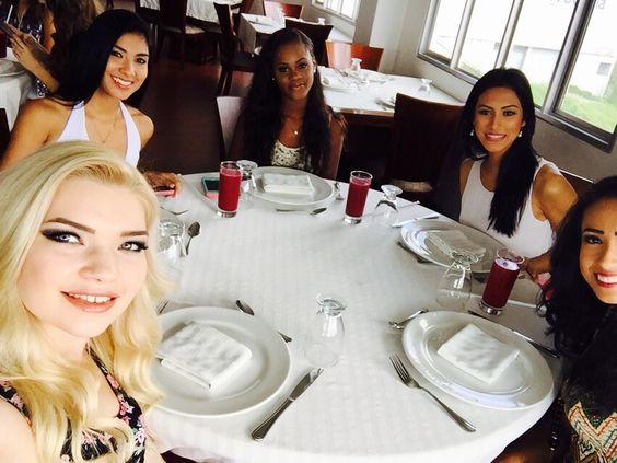 Las candidatas desde las actividades del Reinado Internacional Del Cafe 2016 en Manizales, Colombia como parte de la ya tradicional Feria De Manizales. #BeautyPageant #ReinadoInternacionalDelCafe #Manizales #Colombia #ZarDeMisses
