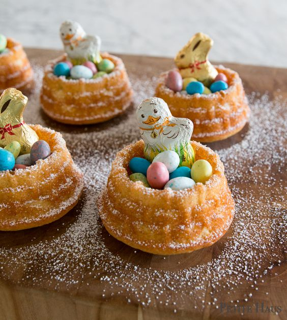 Mini Easter Basket Cakes - perfect for Easter dessert! Also works as an Easter nest!