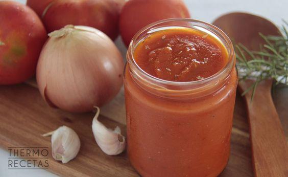 La salsa de tomate al estilo italiano es una preparación base que nos servirá para otros platos como arroz, pasta o albóndigas.