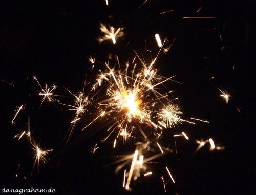 Ich wünsche euch eine schöne Silvesterfeier und eine guten Start ins Neue Jahr!