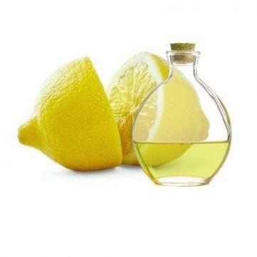 Esencia aromática de Limón. Su fragancia es fresca, dulce, intensa y cítrica, sin duda ideal para #mikados y velas. Indispensable para crear tus perfumes.  Todo lo que necesitas lo tienes en Gran Velada.  #diy