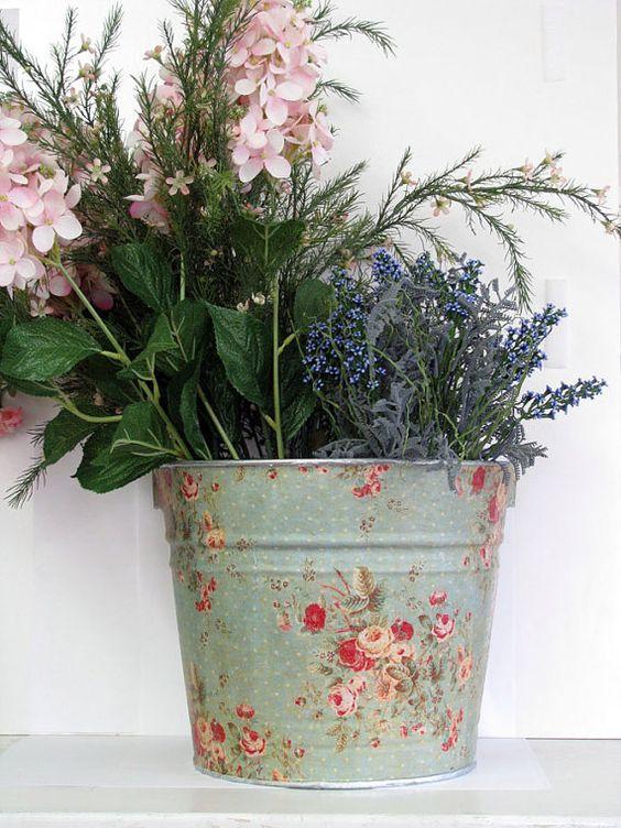 Decoupage big classic storage bucket by bethnadlerbuckets fun and funky home decor pinterest - Shabby chic giardino ...