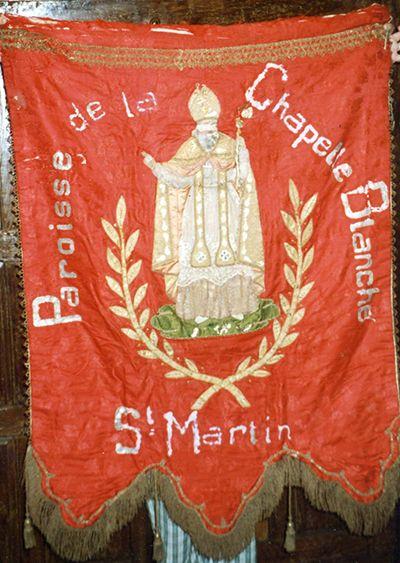 Eglise Saint-Martin à La Chapelle-Blanche-Saint-Martin (37240) - Bannière représentant saint Martin (elle date du XIXe siècle) (inscrite au titre des monuments historiques).