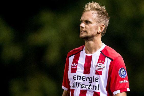 Siem de Jong debuteert morgenavond in de eerste ronde van de KNVB-beker voor PSV. De van Newcastle United gehuurde schaduwspits speelde al een duel voor Jong PSV, in Breda tegen NAC, maar maakt morgen dus voor het eerst zijn opwachting in het elftal van Phillip Cocu. Dat zei de trainer vanmiddag bij de persconferentie.