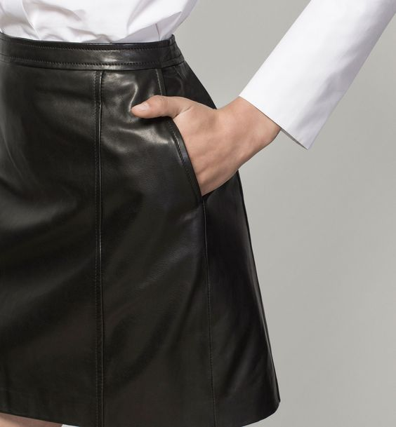 LEATHER MINI SKIRT:
