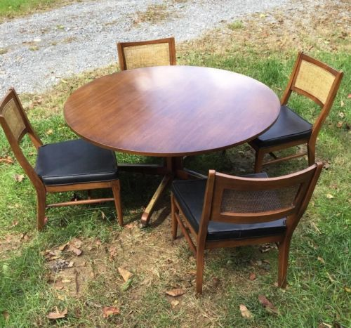 Broyhill Mid Century Game Table With Four Matching Chairs Mid