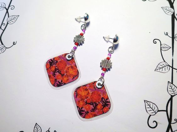 """610 - Boucles d'oreilles """"Feuillage rouge"""", papier plastifié : Boucles d'oreille par tout-en-boucles"""