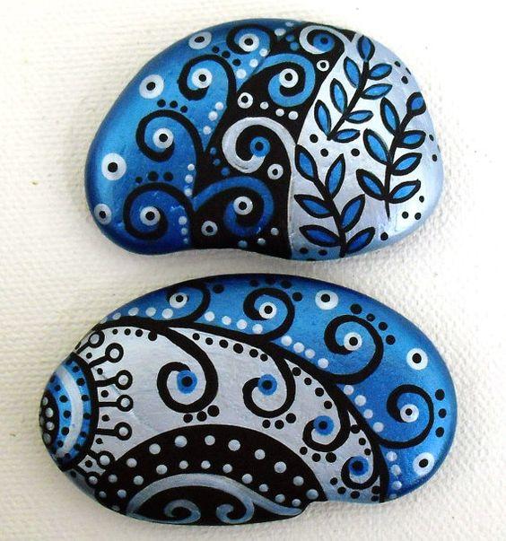Items similar to AIMANTS main peint Abstrait Art River Rock Beach Pierre Original peinture acrylique lot de 2 on Etsy