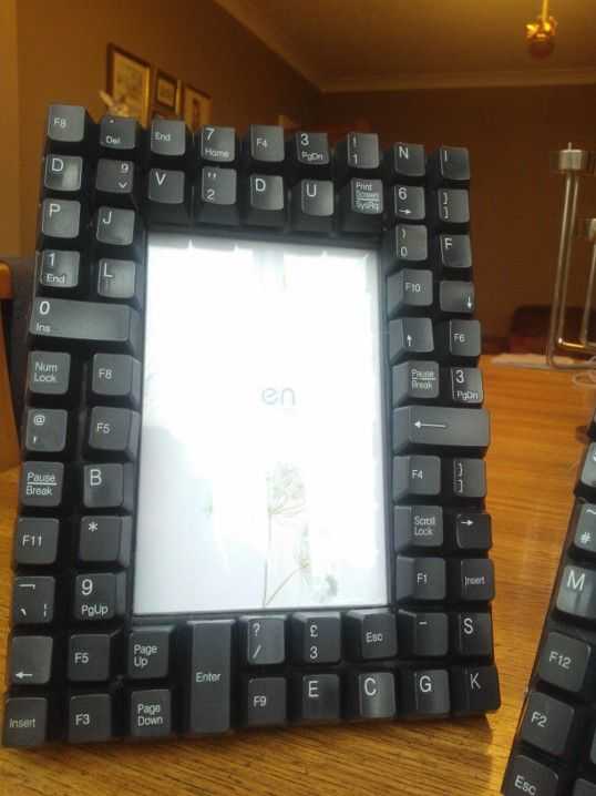 Computer Keyboard Photo Frame: Great gift for guys and a good way to recycle broken keyboards!