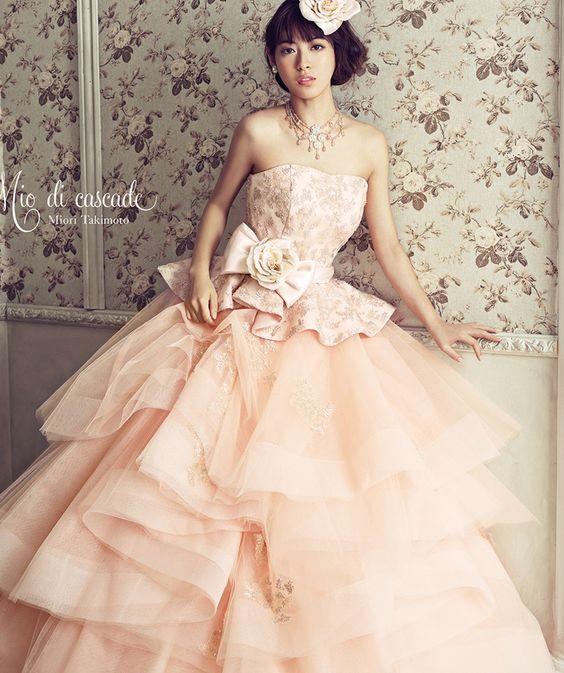 ドレス姿の滝本美織