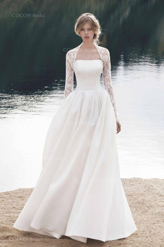 Mariage dhiver beau et élégant a-ligne bretelles robe de mariage « Corse » en soie mikado. Fermeture par zip caché sur jupe et lacets sur le corsage.