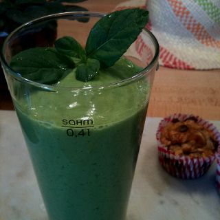 1/2 cucumber, 1/2 small avocado, loads of spinach & mint, lemon juice, 1/2 cup vanilla yogurt + a dollop of honey!