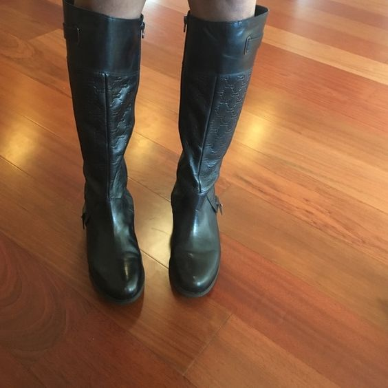 Etienne Aigner Boots 💞These black boots are perfect for fall and winter. I love them so much. They're in good condition and has some scratches but nothing noticeable.💞 Also the last pic shows a screw missing, but that still doesn't stop the show because these boots were made for walking! 💞 Etienne Aigner Shoes Winter & Rain Boots