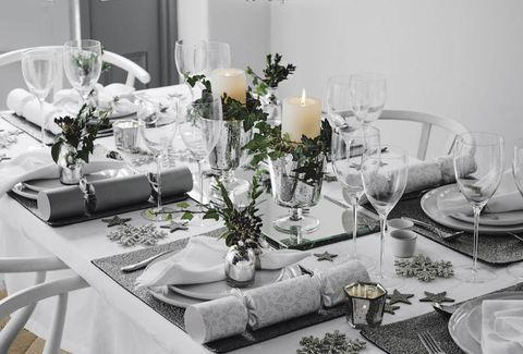 Top 5 Dining Room Ideas From The Best Designers In The Uk Modern Dining Tables Christmas Table Settings Christmas Table Decorations Table Settings