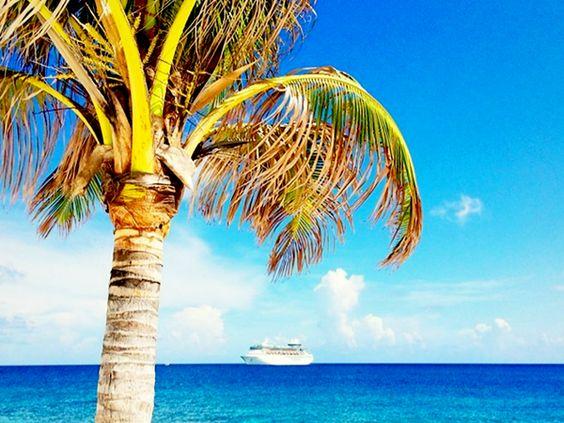 Soak it all in. #cococay: Consultanos Villamaria, Beaches Tropical Colors, Favorite Cruise, Cococay Cruceros, Cruise Ships, Places, Coco S Favorites, Cruceros Consultanos