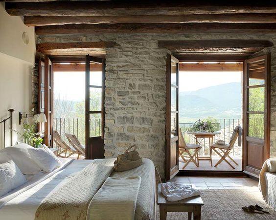 Bedroom - spectacular view - rustic old house   Casa San Martín via micasa  Alfombra Perfecto