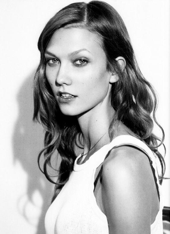 a fresh faced Karlie Kloss