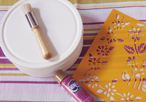 Mi cesta de mimbre diy con las latas de las galletas - Reciclar cestas de mimbre ...