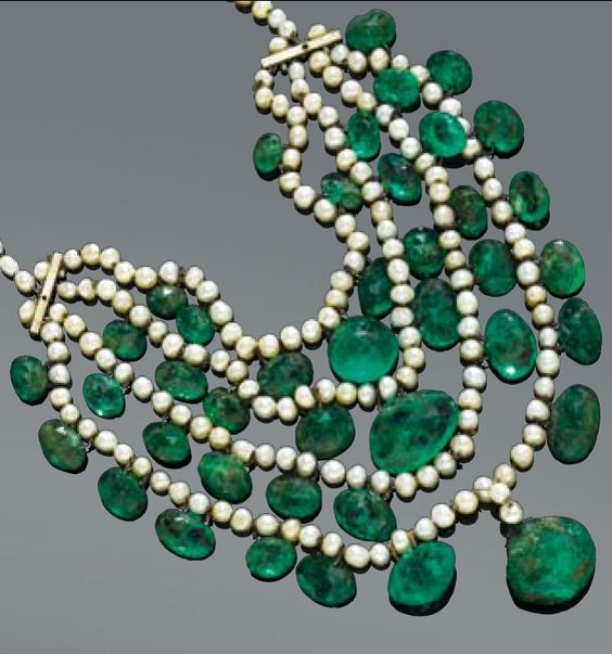 Pearl and emerald necklace, Indian, circa 1900.