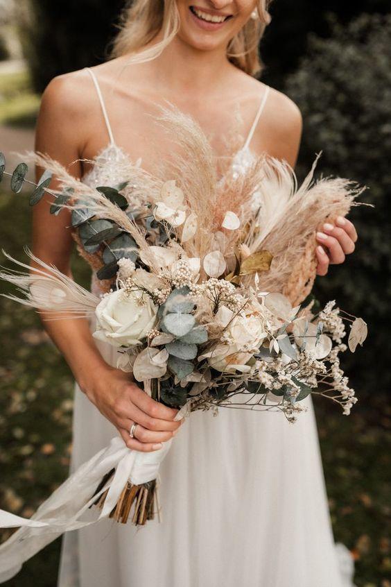 Boho Brautstrauß mit Eukalyptus, Pampasgras und Trockenblumen