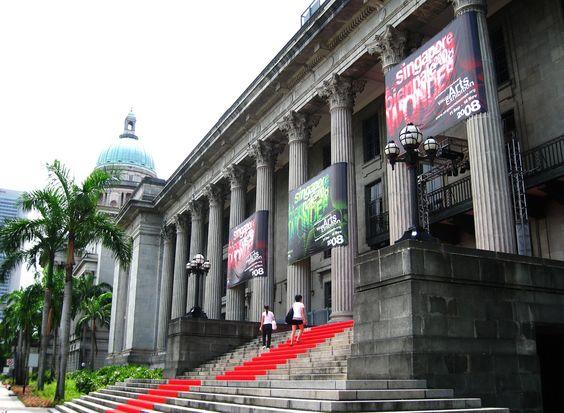 Tòa thị chính là nơi diễn ra các hoạt động chính trị quan trọng của quốc gia