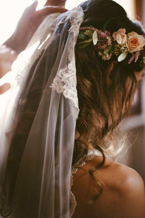 Valentina e Federico. Un matrimonio sui colli bolognesi Bride getting ready with veil and flower crown