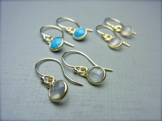 Zart rosa Rosenquarz-Steine schmücken diese zarten Ohrringe.   Ich verwende für meinen Goldschmuck ausschliesslich echte Halbedelsteine, 14 Karat Gold-fill und mit 2 Mikron vergoldetes Silber...