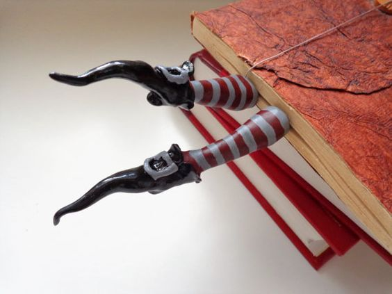 Wicked witch bookmark Witch legs with pointy shoes par TurquoiseBun
